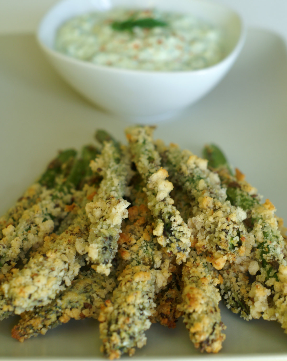 Low Calorie Crunchy Asparagus with Ranch Dip