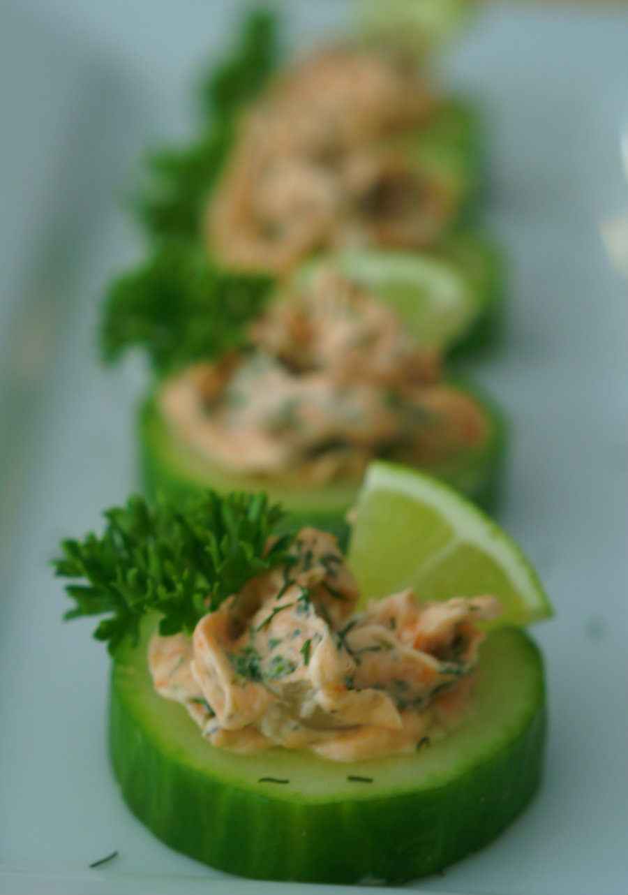 Low Calorie Smoked Salmon and Dill Bites